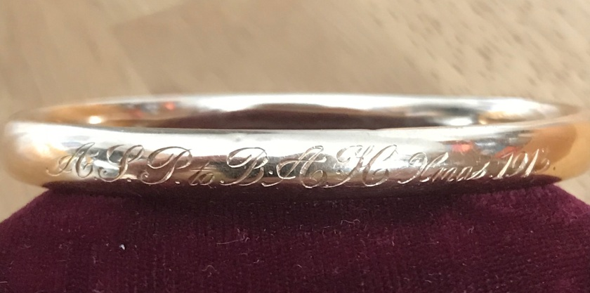 Bracelet inscription